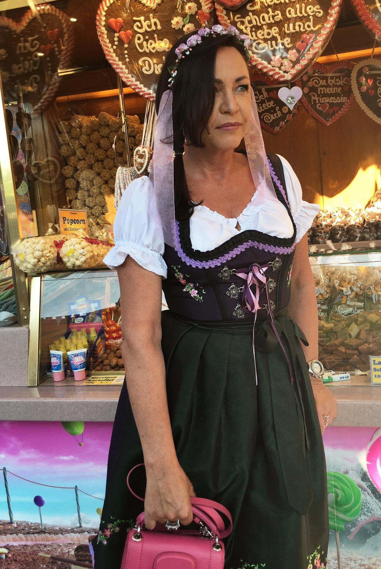 Dirndl, Tracht, München, Bayern, Kleid, Oktoberfest, Wiesn, Leder