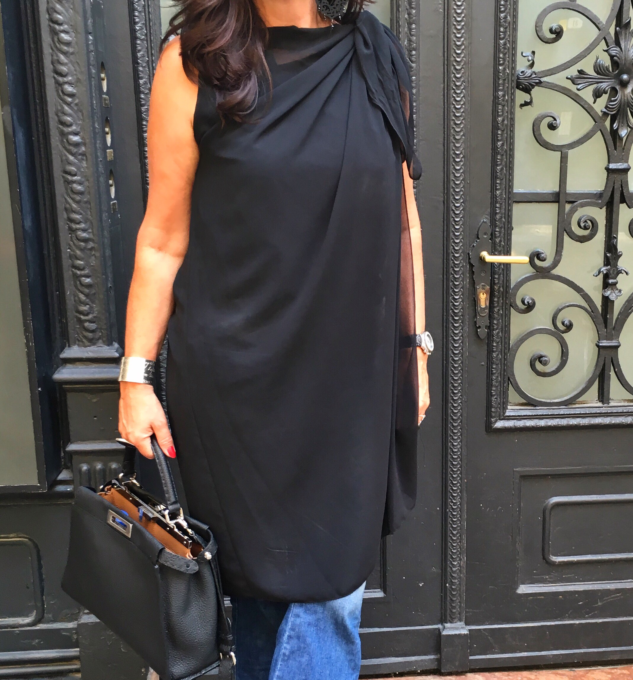 Black Top with Jeans, See by Chloe, Fendibag, Fendi Accessoires, Prada, Streetstyle, Streetfashion, Style, No Age, Tiffany, Shopping in Italy, translucent