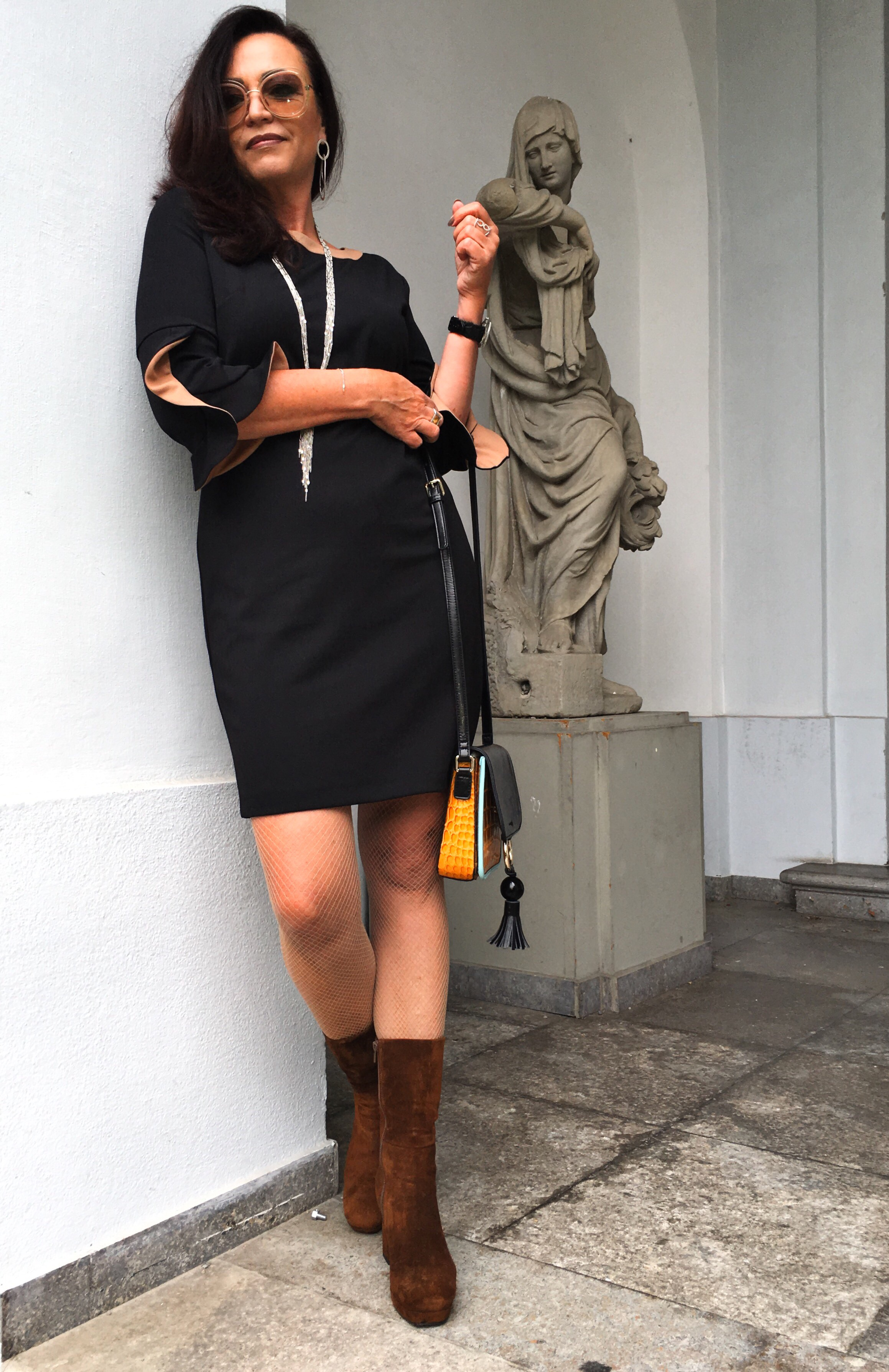 Dress: Sandro Ferrone, Shoes: Rizzolli, eyewear: Chloe. Fashionblog, style for ladies, modepost, modeblog,