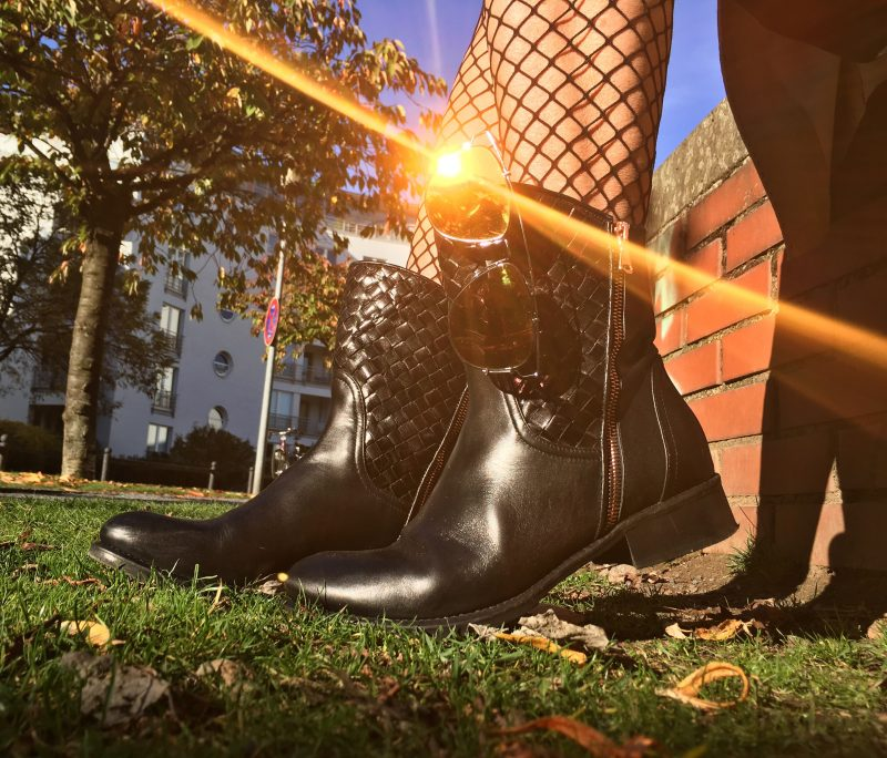 cologne fashion, Boots Franco Russo, Shades Dior, Stockings, style