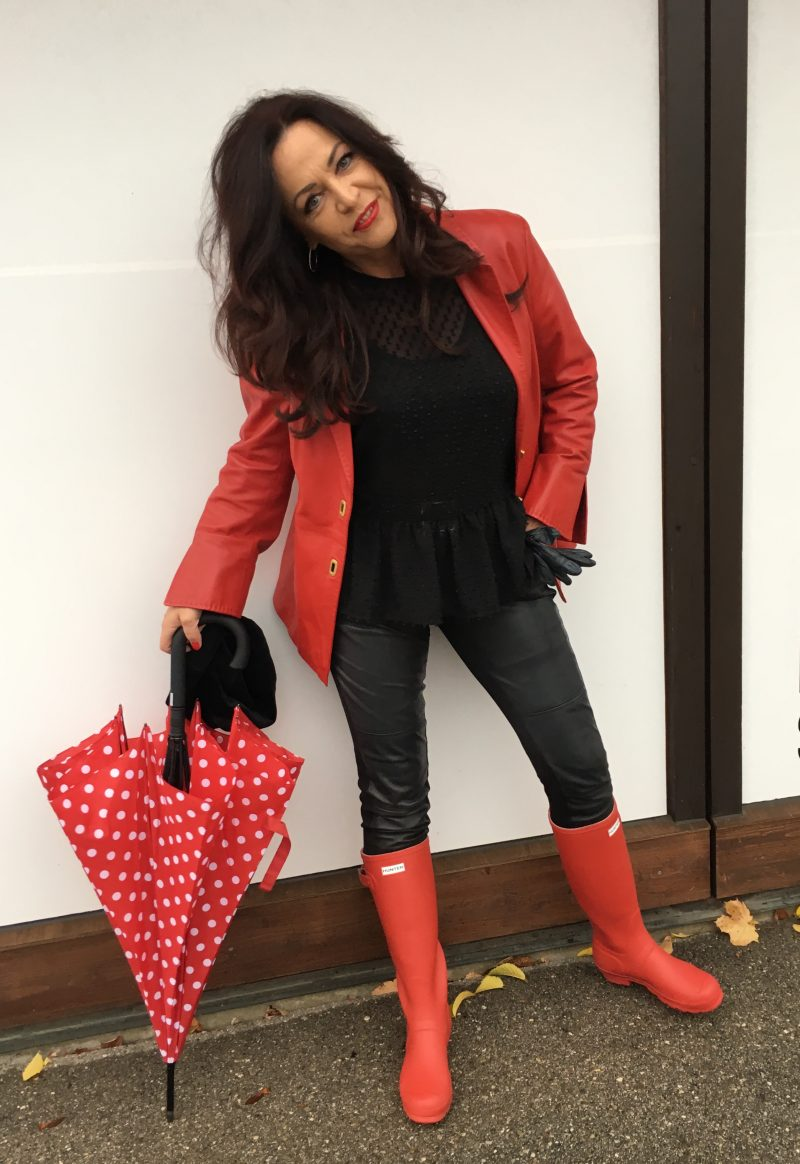 Top Zara, Jacket Madelaine, Pants Moschino, Boots Hunter