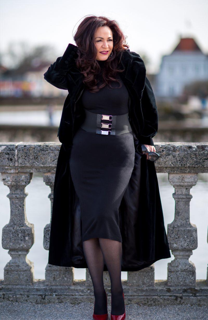 Nicowa, Viccolo, Wolford, Buffalo, Prada in Streetwear, German Blogger, Fashion, ageless