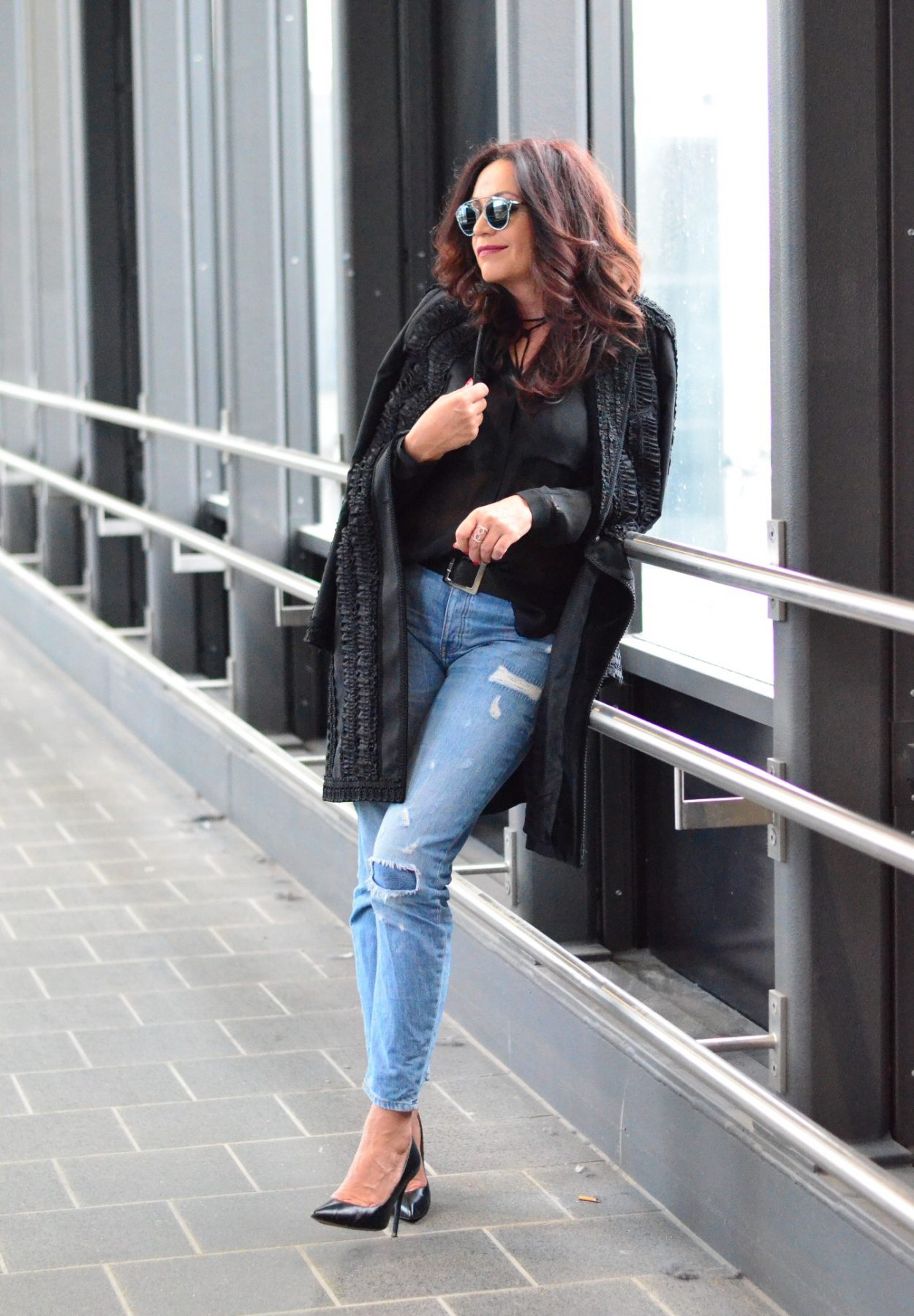 Jeans Mango. Shades: Dior. Eyewear fashion. Dolce & Gabbana. Shoes: Buffalo. Fashion, Style, ageless.