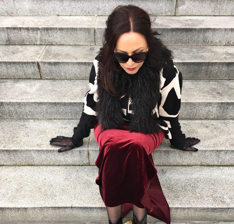 Velvet skirt, ruby velvet, red velvet, jacket nude, dior shades, sunglasses, eyewear dior, streetstyle, streetwear,