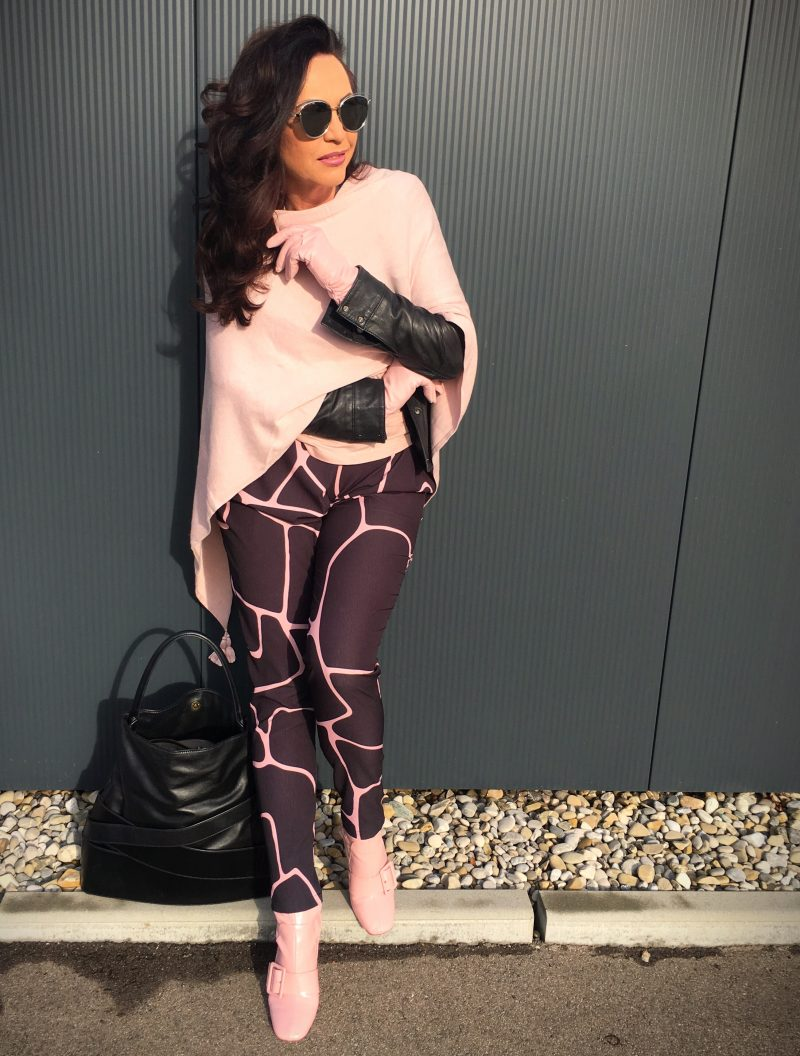 Pink poncho comma, bag Zac Posen, Boots Asos, DIOR shades, DIOR eyewear, Sonnenbrillen, Glasses, Sunglasses Dior, gloves, Fashion, Style for Ladies