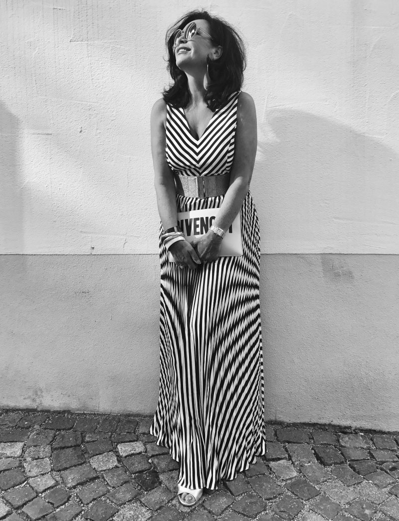 Black and white, black/white,Oasis, asos, givenchy, komono, eyewear, eyewearfashion, style for ladies, damenmode, bekleidung, ageless, lifestyle, stripes, summerlook, summerdress, elegant, trend 2017