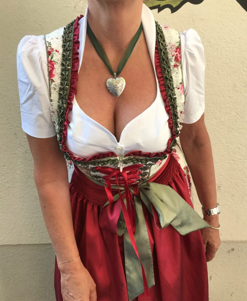 Krüger, Dirndl,Tracht, Tradition, bavarian dress, Oktoberfest, Schürze, Astrid Soell, Lederhose, Bayern, Schwarzwälder, Marc Jacobs, Mode, Modeblog, Fashionblog, fashionblogger, bekleidung, damenmode, Ladies