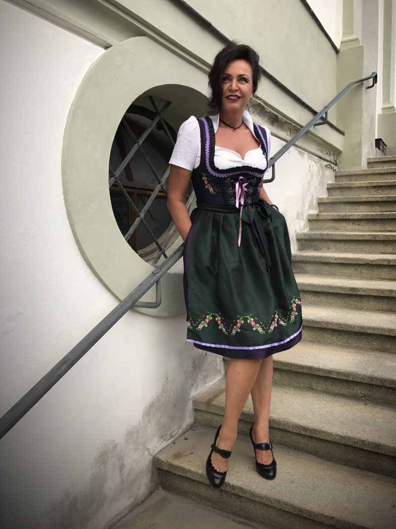 Dirndl, Tracht, Bayern, Oktoberfest, Trachtenstadl, Wiesn, Muenchen, Stockerpoint, Astrid Soell, Ruffles, bow, traditional dress, bavarian dress, Nacht der Tracht, Ash, Alpenflüstern, Astrid Söll, Angermaier