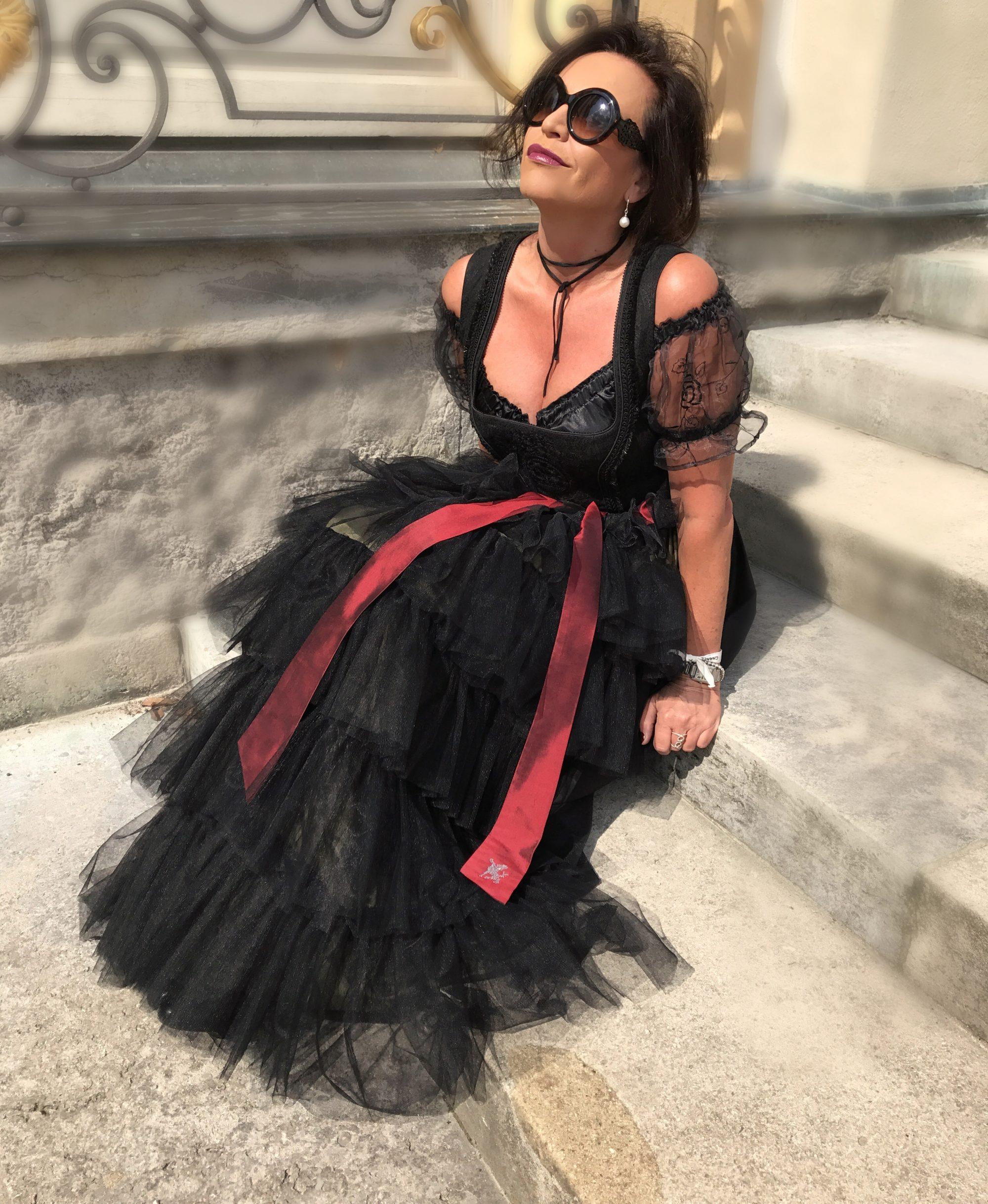 Sportalm Dirndl, Tull, silk, Tracht, Oktoberfest, Glamour, Angermaier, influencer50+, Bekleidung, Damenmode, bestage, ageless style