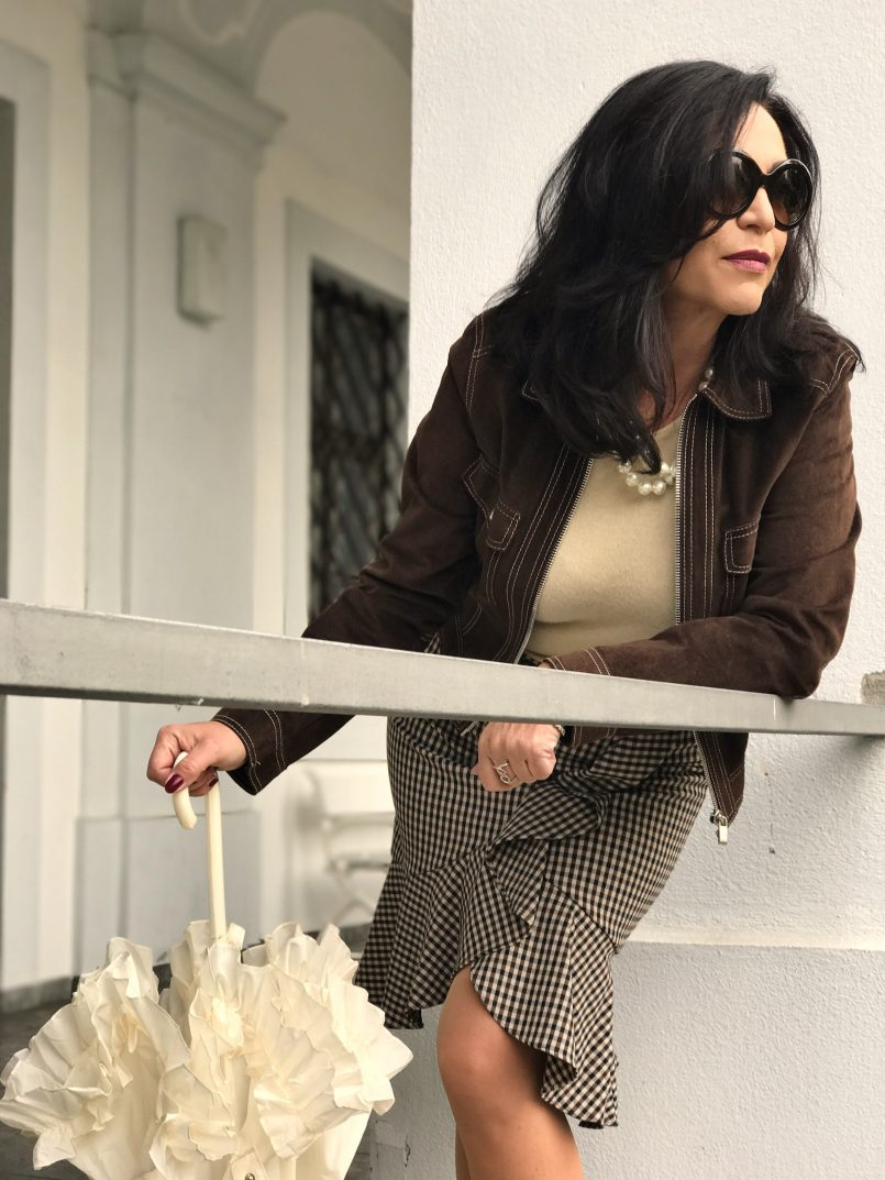 Boss woman, Dolce and Gabbana, Streetstyle, Louboutin, Louboutin in public, cashmere, ageless style, ageless fashion, Fashionblog Augsburg, influencer, bestage, eyewear