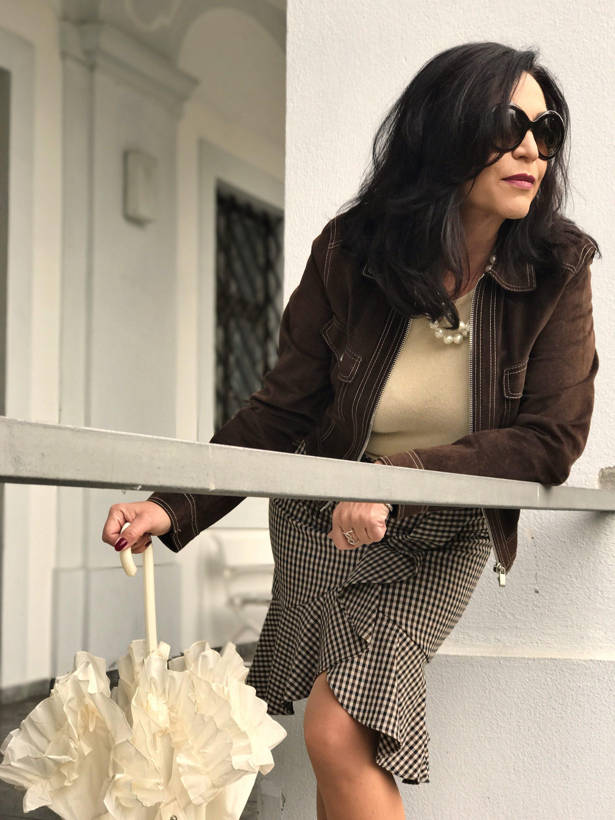 Boss woman, Dolce and Gabbana, Streetstyle, Louboutin, Louboutin in public, cashmere, ageless style, ageless fashion, Fashionblog Augsburg, influencer, bestage, eyewear