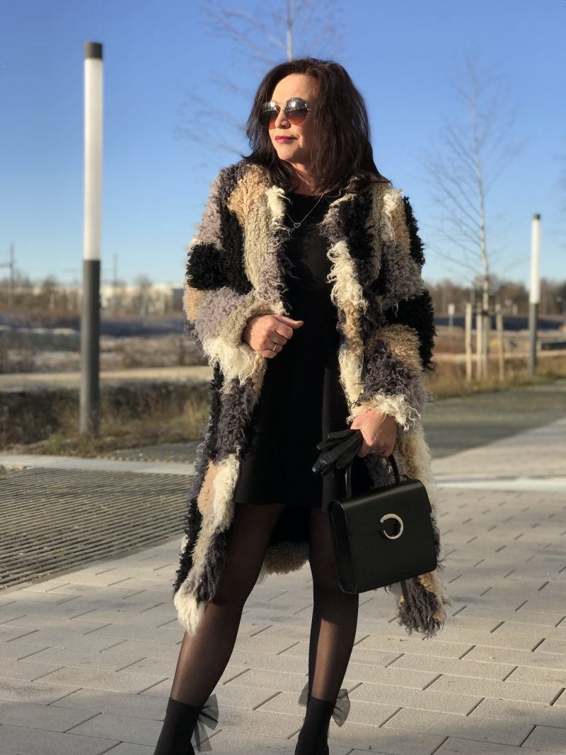 Neon Rose Coat, Patchwork coat, Beauty Woman dress, Buffalo Shoes, Calzedonia socks, Cartier bag, Marc Jacobs shades, Bekleidung, Wolford, ageless style for ladies, Fashionblog Augsburg
