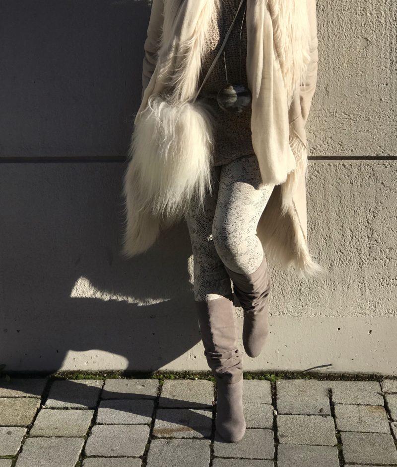 Oui, OUI Coat, Just EVE, Dior Shades, eyewear, eyewearblogger, bestage fashion, ageless style, Fashionblog Augsburg, Cashmere scarf, Asos boots, influencer50+, Zwillingsherz