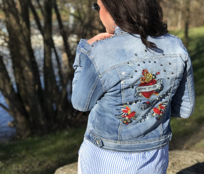 Jeans Jacket, Iddenreich Fashion, Jeans Marciano, Shades Ray Ban, Style for ladies, ageless fashion, Fashionblog Augsburg, embelished Jeans, Damenmode, Bekleidung, eyewearblogger, streetchic, streetwear, streetfashion