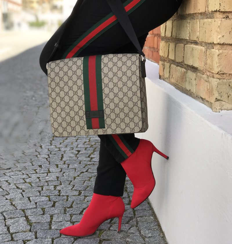 Guccissima, Gucci stripes, Gucci bag, Chanel shades, DNA Jacket, Fashionblog Augsburg, Designerwear, streetchic, winteroutfit, Gucci in public, style for ladies, ageless fashion, fashion 2018, fashion trend, fashionweek, bestage fashion, modeblogger, eyewearblogger