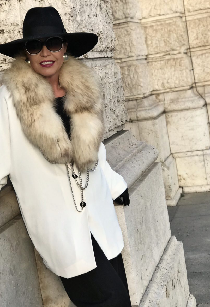 Chanel Shades, Cuffs Anastasia, Zara hat, Mango Jacket and pants, Lea-Gu shoes, Streetchic, elegant style for ladies, ageless style, Bekleidung, Damenmode, Fashionblog Augsburg