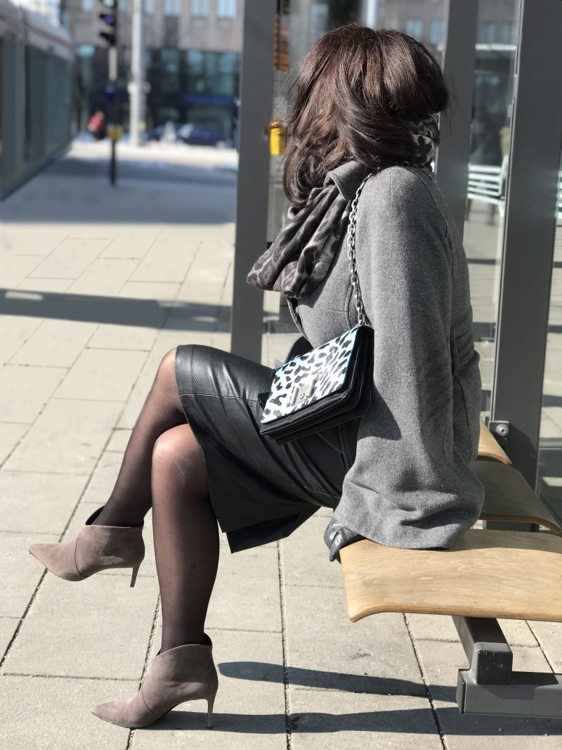 Madeleine Jacket, Prada Bag, Saint Laurent scarf, Prada shades, eyewearblogger, style for ladies, ageless fashion, streetchic, streetstyle in winter, winteroutfit, streetfashion, Bekleidung, Damenmode, Fashionblog Augsburg, fashioninspiration, outfitinspiration
