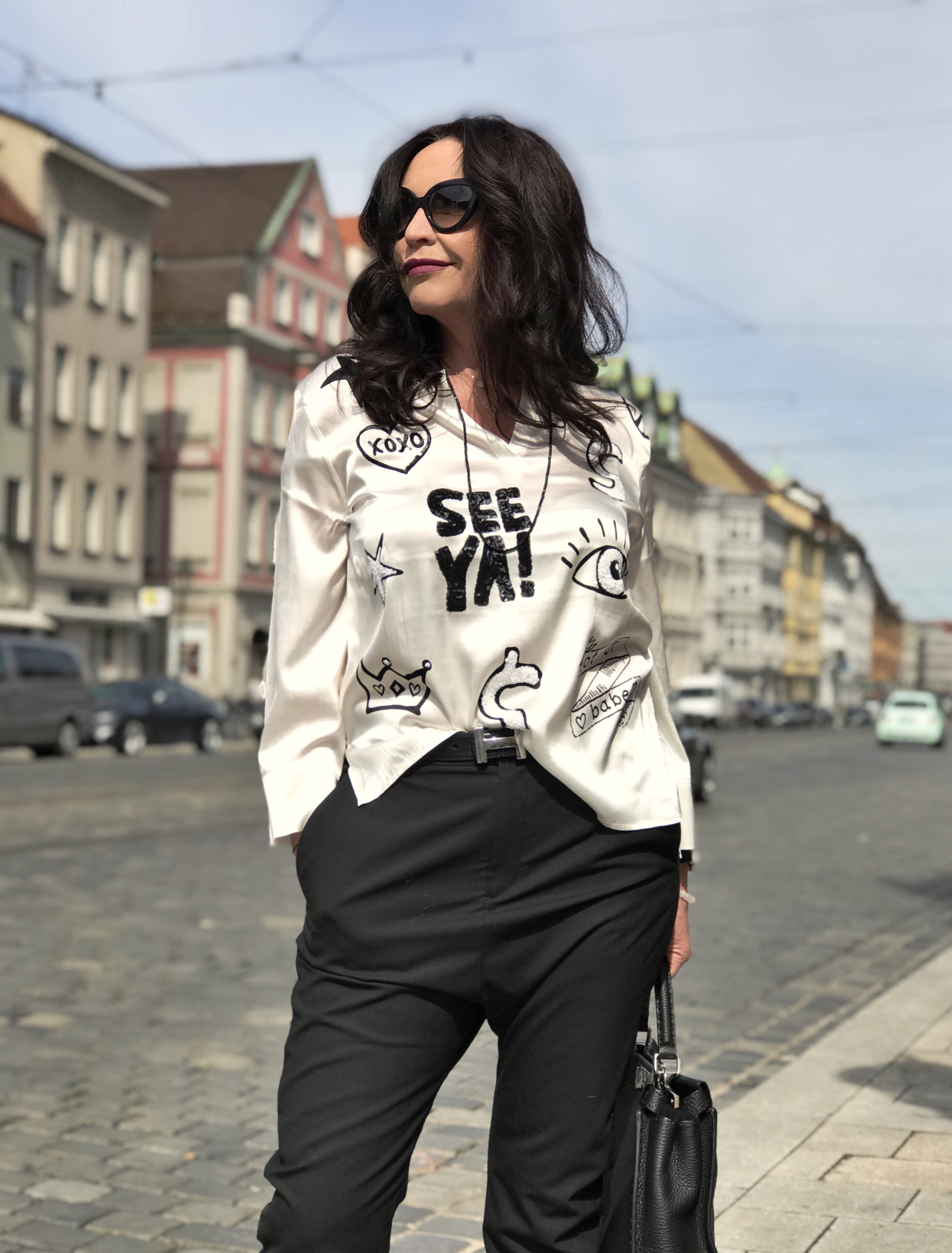 Grace fashion, black and white, Hope pants, Fendi bag, Buffalo shoes, Prada shades, designer wear, streetchic, ageless style, streetfashion, classy outfit, fashion for ladies, Fashionblog Augsburg, bestage