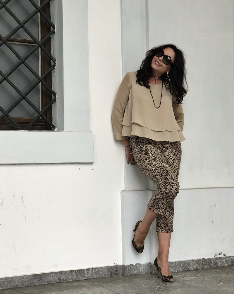 Dolce & Gabbana shoes, Sisley pants, Zara top, Dolce & Gabbana shades, eyewearblogger, Fashionblog Augsburg, Modeblog, Damenbekleidung, Ladies Fashion, ageless style, Fashion for Ladies, designerwear, streetstyle, streetchic, streetfashion, bestage