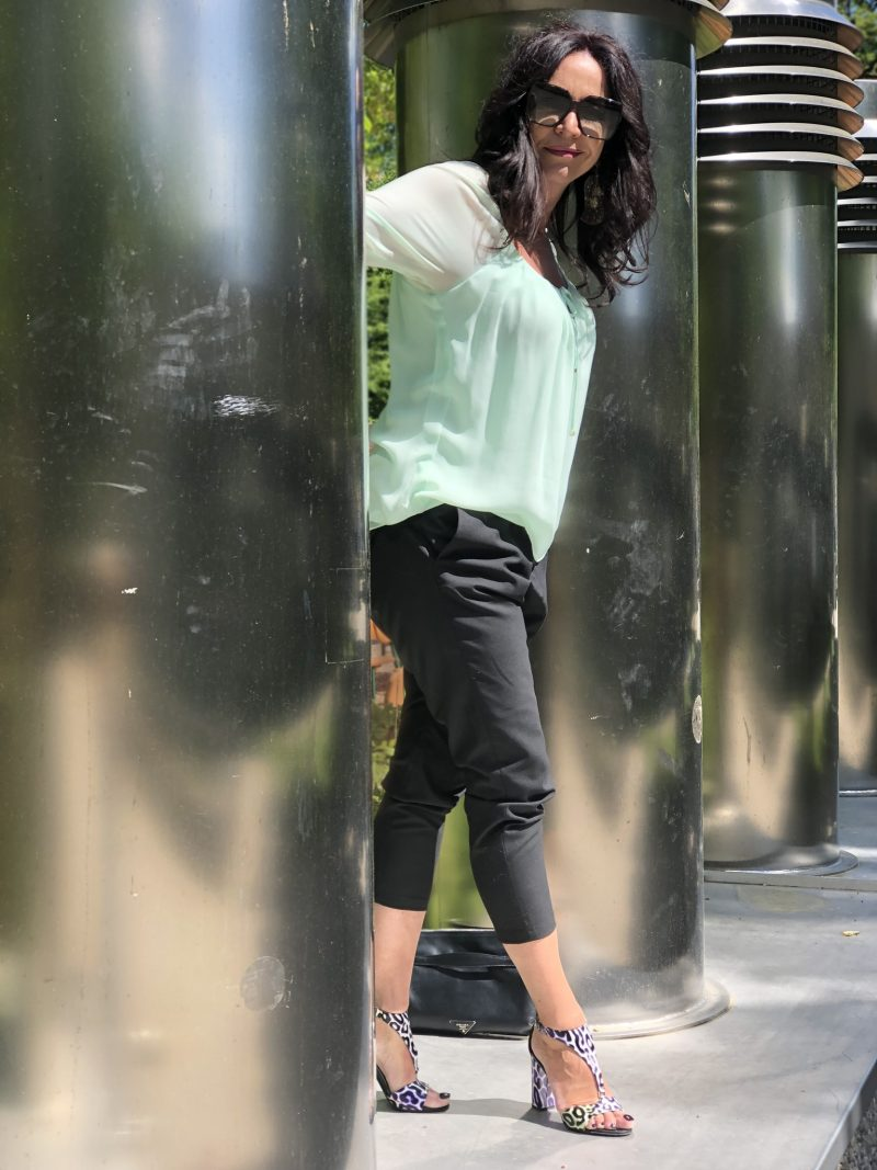 Statement sleeves Marciano Los Angeles, Hope pants, Shoes Roberto Cavalli, Shades Saint Laurent, style for Ladies, ageless fashion, Fashionblog Augsburg, Bekleidung für Damen, Damenmode, streetchic, streetwear, streetfashion, Modeblogger, Eyewearblogger