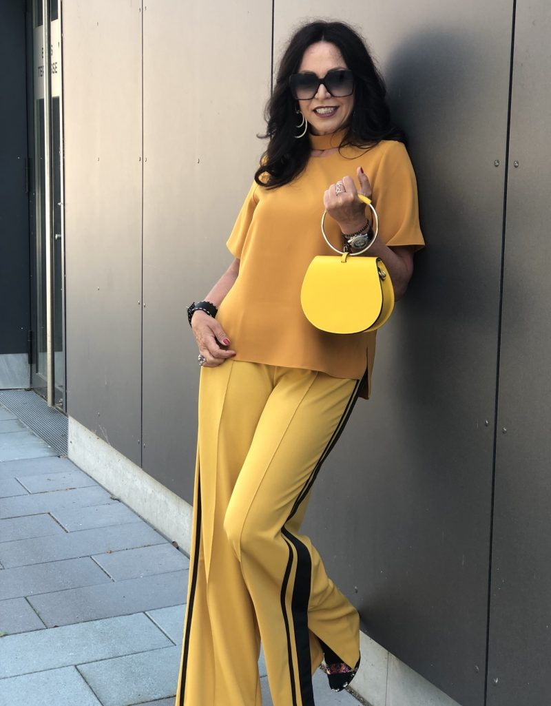 Honey yellow pants, top Zara, Shoes Steve Madden, Bag 8, Shades Saint Laurent, Damenmode, ageless style, style for ladies, Bekleidung, bestage, eyewearblogger, stylish outfit, designerwear, streetchic, streetwear, fashionblog Augsburg, Modeblog, Prada Bracelet