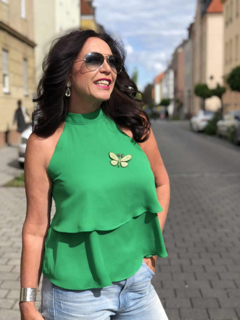 Pink Dior bag, green Zara top, Gap jeans, denim, shoes True decadence, Tiffany bracelet, moderneves ring, bestage, ageless, mystyle, bekleidung, Ageless fashion, Fashionblog Augsburg, Eyewearblogger, Mode 2018, Brosche, butterfly pin