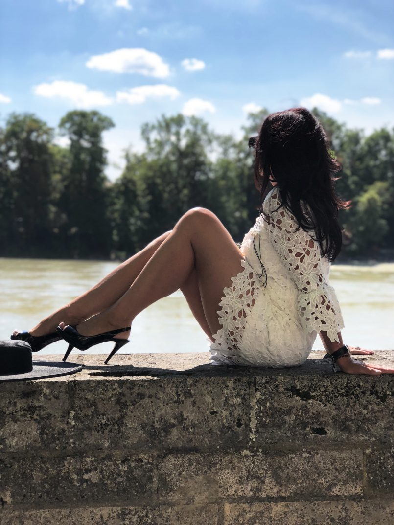 White lace dress Lanidor, Nine West shoes, Chanel bag, Saint Laurent Shades, ageless style, fashion for ladies, over 50, mystyle, streetstyle, streetchic, Bekleidung, Fashionblog Augsburg, modeblogger no age, summerlook, Damenmode