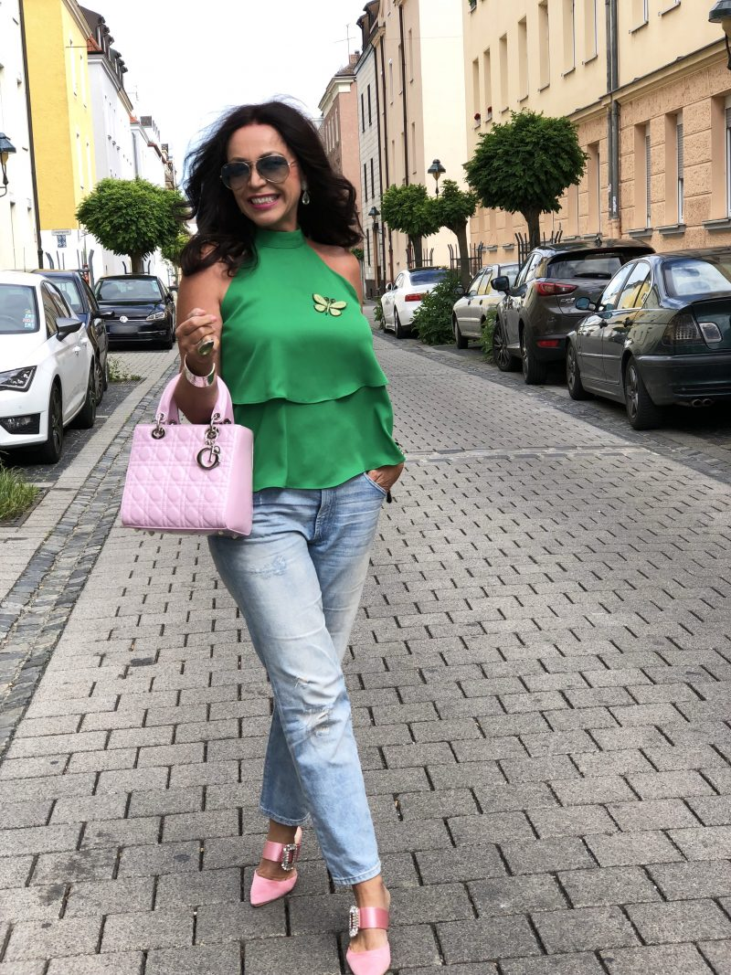 Pink Dior bag, green Zara top, Gap jeans, denim, shoes True decadence, Tiffany bracelet, moderneves ring, bestage, ageless, mystyle, bekleidung, Ageless fashion, Fashionblog Augsburg, Eyewearblogger, Mode 2018, Brosche, butterfly pin, Rayban shades