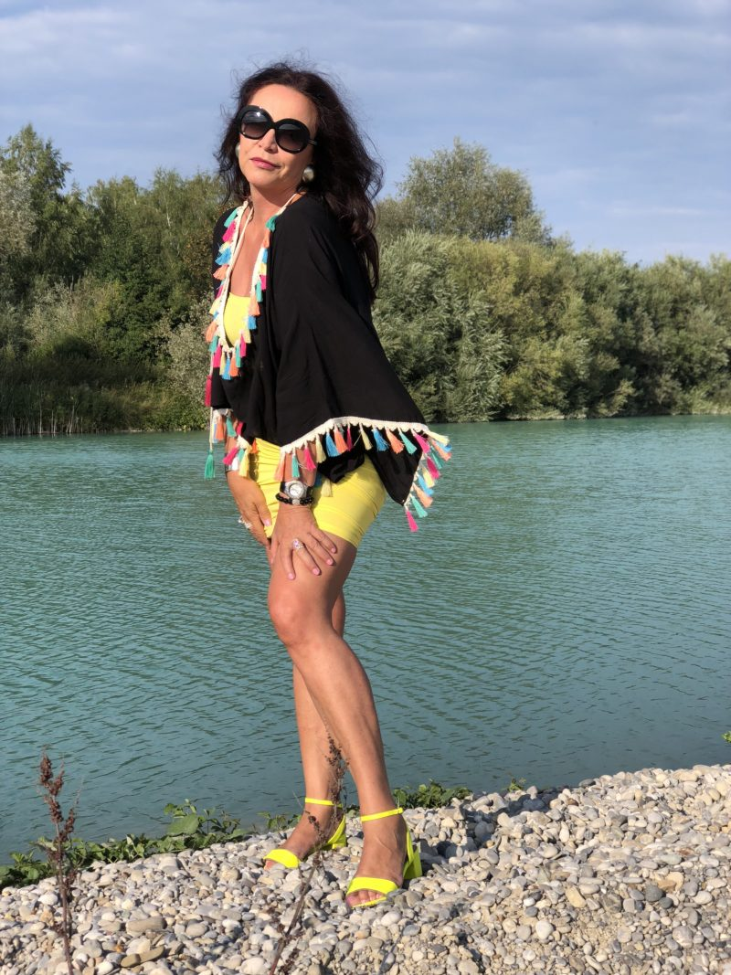 Colorful tassels, Asos top, Wolford dress, Giorgio Armani sunglasses, Tiffany bangle, summerlook, streetchic, Asos shoes, Tassels in public, streetstyle in summer, Sommerkleid, Damenmode, Bekleidung, Fashionblog Augsburg, streetchic, Modeblogger, bestage, eyewearblogger