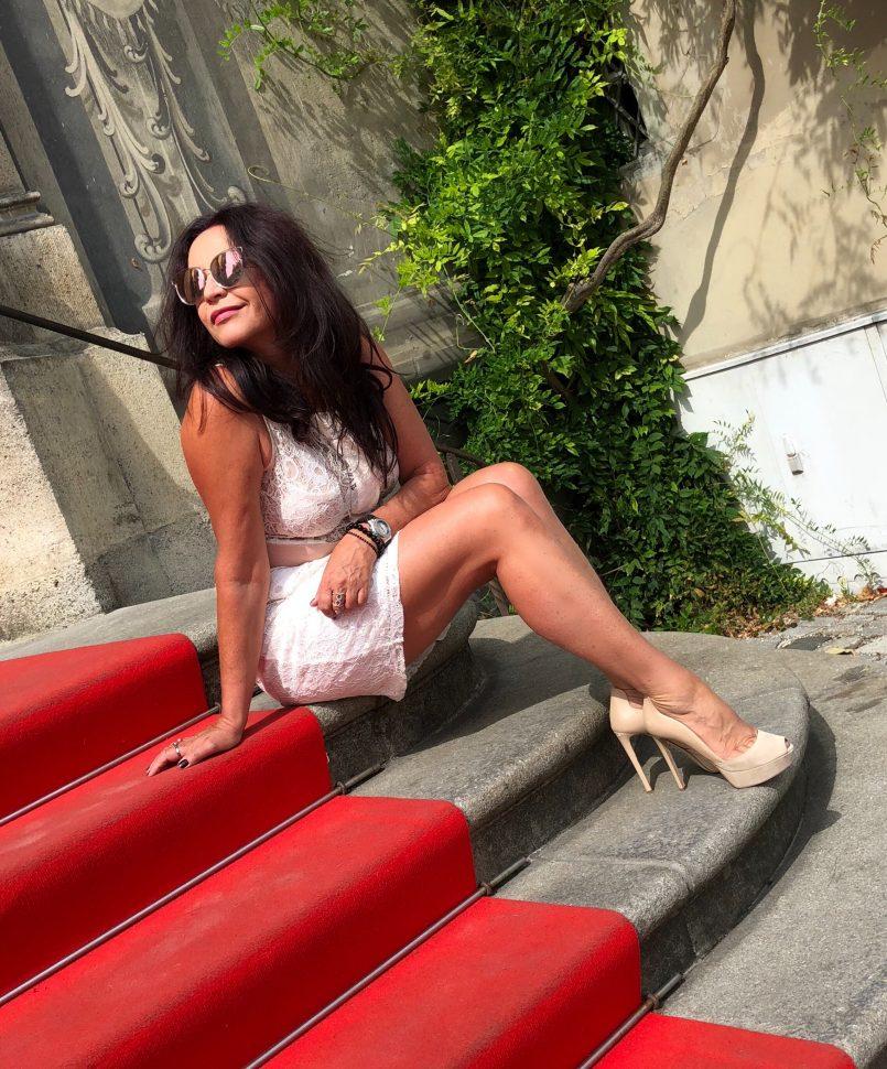 Sergio Rosi shoes, Zara dress, Italian fashion belt Elena Bender, Dior shades, Fashionblog Augsburg, Ageless fashion, style for ladies, Trend 2018, summerlook, streetchic, streetwear for ladies, lacedress, flowers, designerwear