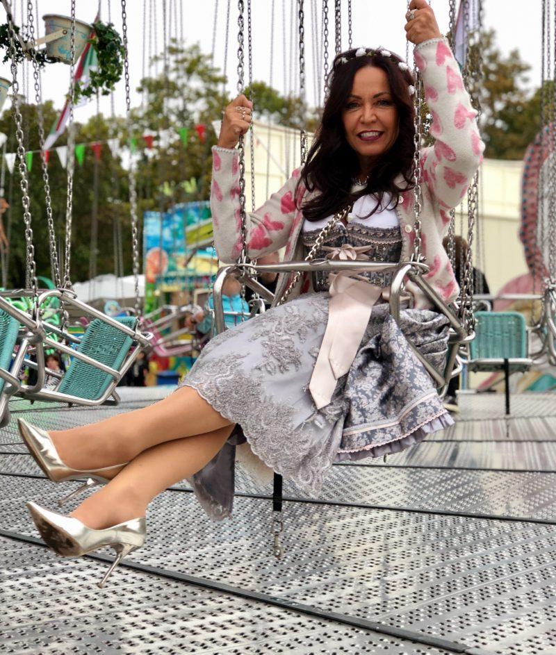 Pastel Dirndl, Tracht, Dirndlbluse Astrid Soell, ageless fashion, Jimmy Choo shoes, Blumarine bag, Trachtenschmuck, Oktoberfest, Wiesn, Muenchen, Trachtenmode