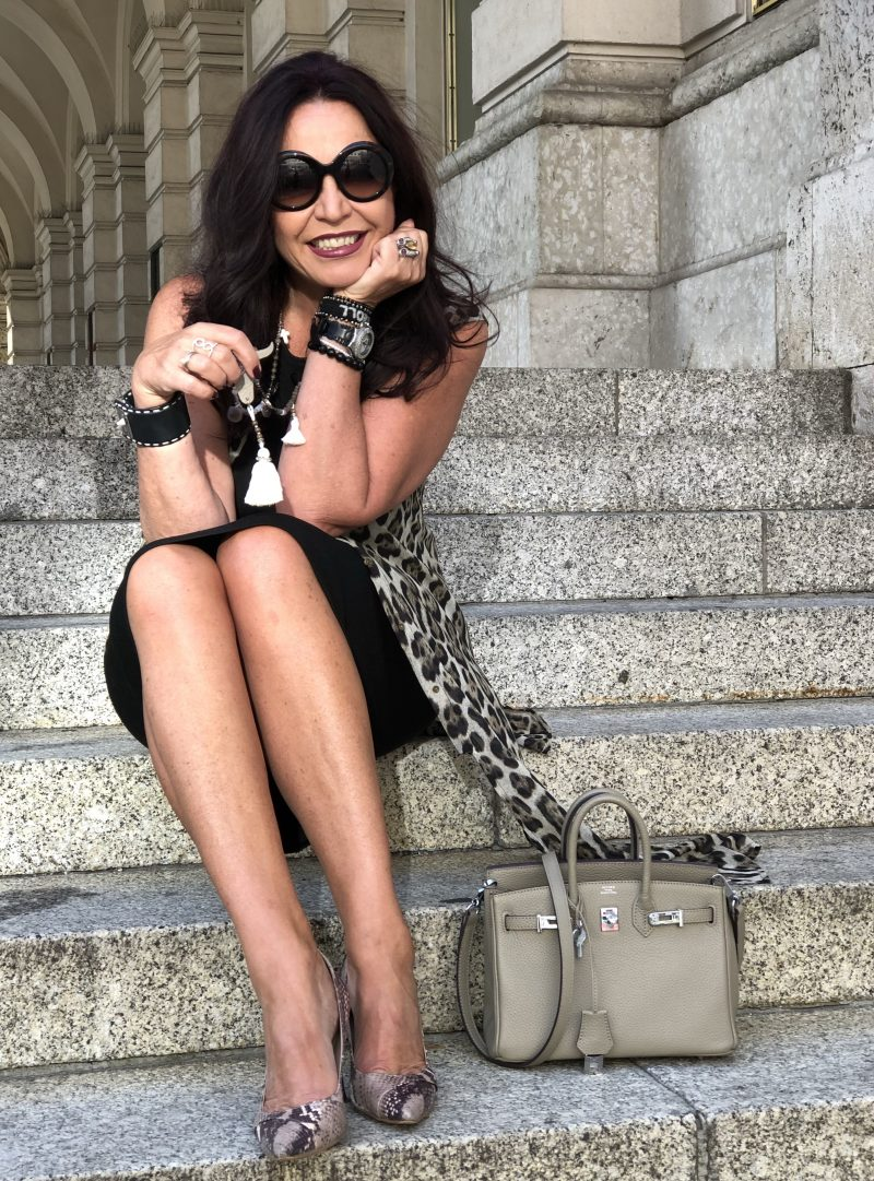 Leo print jacket, Wolford dress, Hermes bag, Grace fashion accessoires, Doolce & Gabbana Shades, Nine West Snake print shoes, wild animal print, streetchic, streetstyle, ageless style, Fashionblog Augsburg, Damenmode, Bekleidung