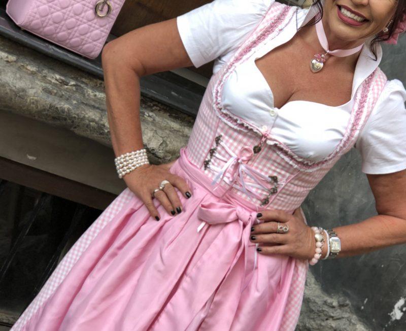 Trachtenherzklopfen, Dirndl, Oktoberfest, München, Wiesn, Dirndlschürze, Spitze, Lace, Trachtenmode, Modern Eves, Trachtenschmuck, Bekleidung, Fashionblog Augsburg, bestage