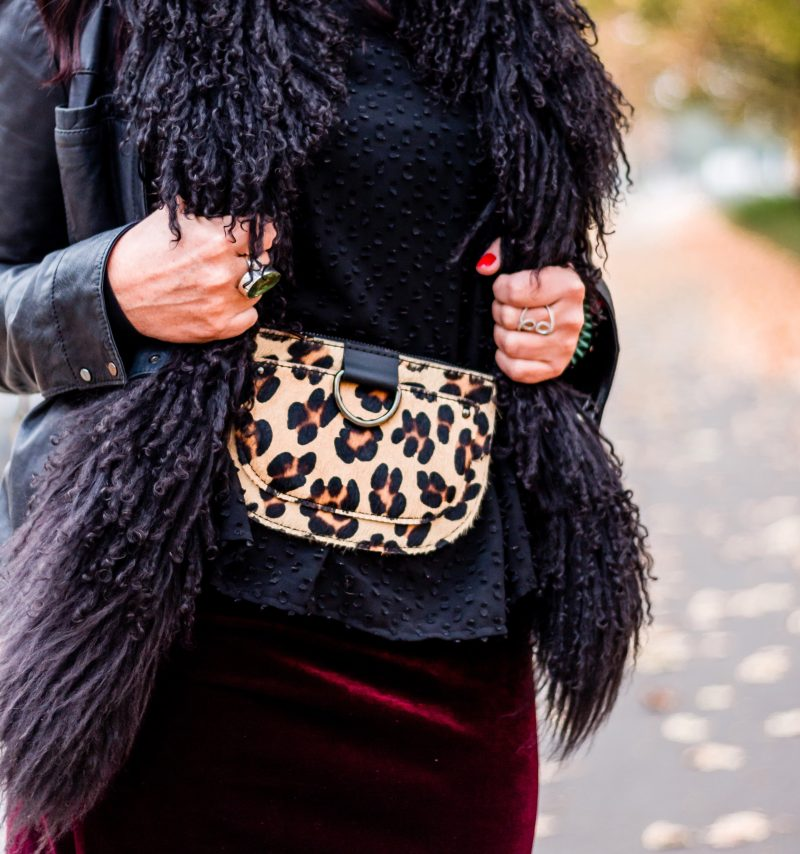 Belt bag in Leoprint, Mercury fashion, Kenneth Cole Jacket, Nine West shoes, Calzedonia socks, Renate Knauer earrings, Saint Laurent Shades, ageless fashion, mystyle, eyewearblogger, Fashionblog Augsburg, Damenmode, streetstyle, streetwear, fashion for ladies, Lodenfey Schal, bestage