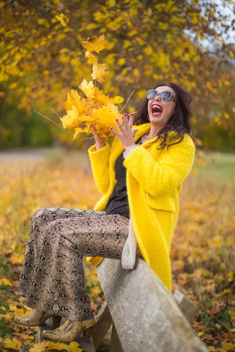 Yellow Wintercoat Mango, Zara pants, Dolce & Gabbana shades, snakeprint shoes Stuart Weitzman, ageless fashion, style for ladies, bestage, eyewearblogger, bag no name, fashionblog Augsburg, mystyle, streetstyle, streetwear, falloutfit