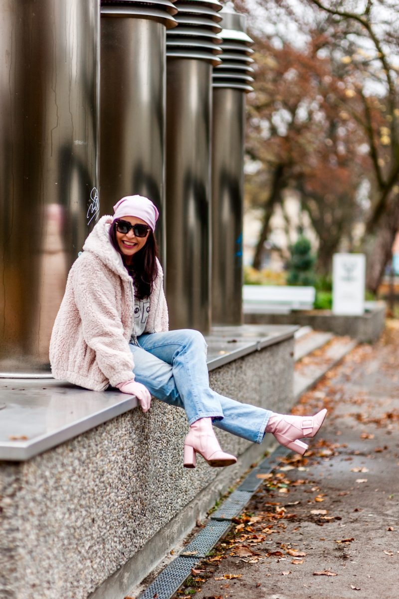 Grace winter outfit, Dolce & gabbana sunglasses, eyewearblogger, cochastyle, sweater, Love collection, GAP jeans, Asos boots, ageless fashion, streetstyle, streetwear, winteroutfit, teddy jacket, Bekleidung, Fashionblog Augsburg,