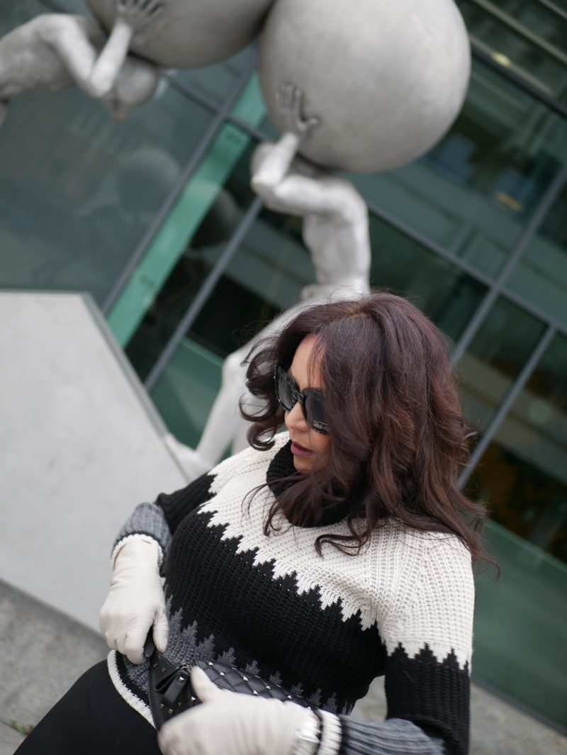 Madeleine Jacket in grey, midi skirt Size10, italian fashion, streetstyle, Dolce & Gabbana shades, eyewearbloger, statement sleeves, Peter kaiser boots, winterstyle, ageless fashion, Fashionblog Augsburg, mystyle, modeblogger, beltbag