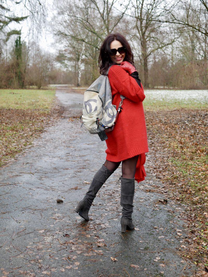 Red winterdress, your & self, dolce & Gabbana, Roeckl Handschuhe, streetchic, ageless fashion, ladies style, winteroutfit, Fashionblog Augsburg, fashionweek, Peter Kaiser Stiefel, jewelryblogger, eyewear, designerwear