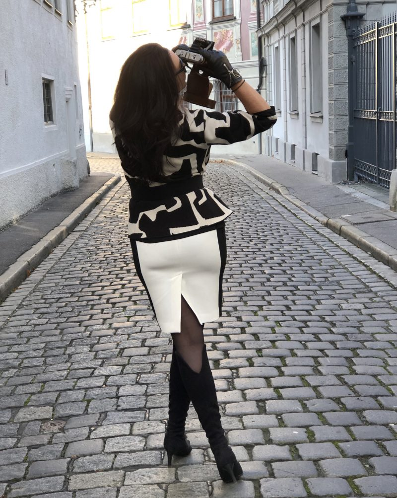 Nude jacket, Zara skirt, Caparrini boots, streetstyle, falloutfit, Prada shades, style for ladies, streetwear, Fashionblog Augsburg, cochastyle, elegant outfit, camera