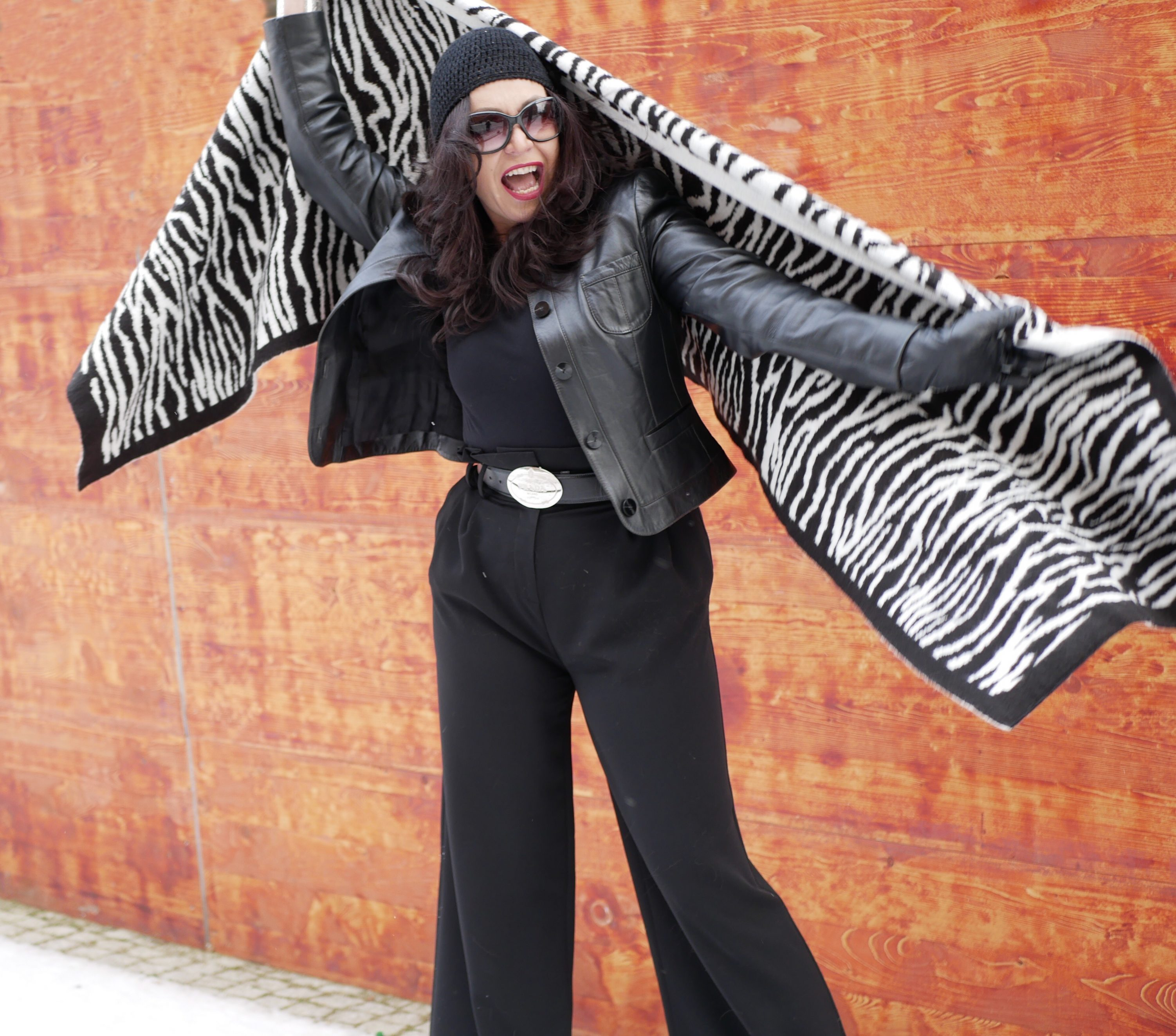 Zebra print scarf Zara, Hallhuber pants, Prada belt, Prada eyewear, eyewearblogger, black and white, winterstyle, wintertrends, Fashionblog Augsburg, style for ladies, fancy outfit, streetstyle in winter, aldo castagna boots, bestage, over50fashionblogger