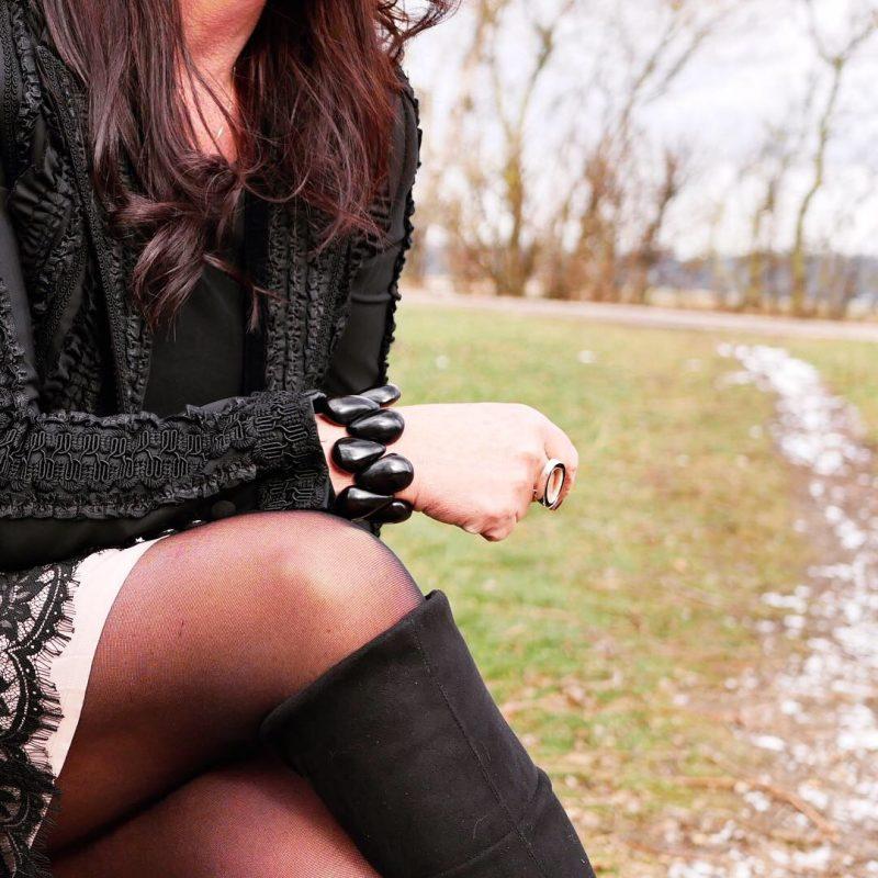 Lace and ruffles, Hallhuber skirt, Dolce & Gabbana coat and shades, Abury bracelet, Calzedonia stockings, Caparrini boots, ageless fashion, Fashionblog Augsburg, mystyle, bestage, eyewearblogger, love for fashion, streetchic, streetstyle, fashion week