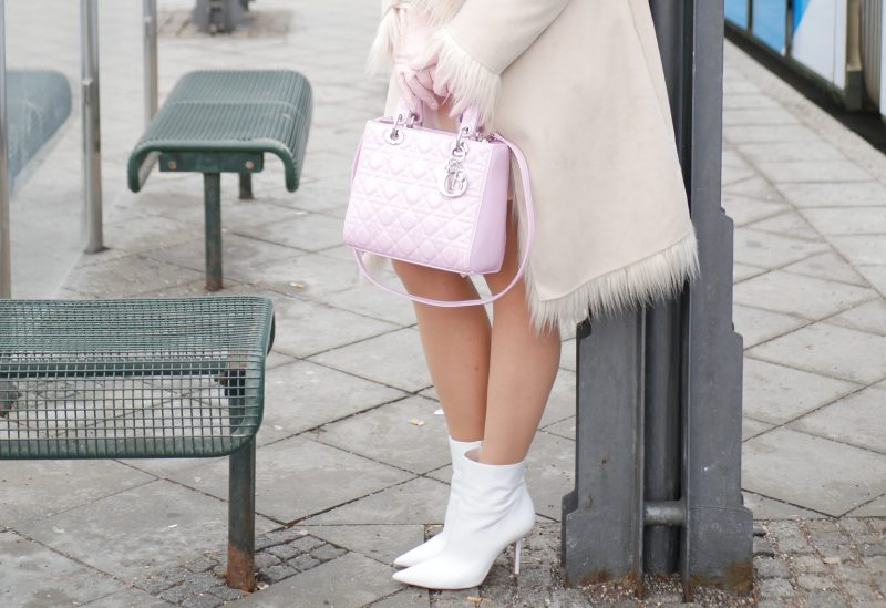 Winterpastels, Grace Fashion, Dior Bag, Calzedonia, Ideenreich Augsburg, Roeckl, Zara, white boots, Fashionblog Augsburg, mystyle, bestage, over50blogger, oui coat, winterstyle, streetfashion, streetstyle
