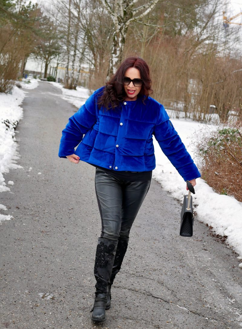 Electric blue jacket Puffa, Moschino Pants, YSL shades, eyewearfashion, Gucci bag, embelished boots, style for ladies, Fashionblog Augsburg, over50blogger, streetstyle in winter, streetchic, baglovers, ageless style, bestage