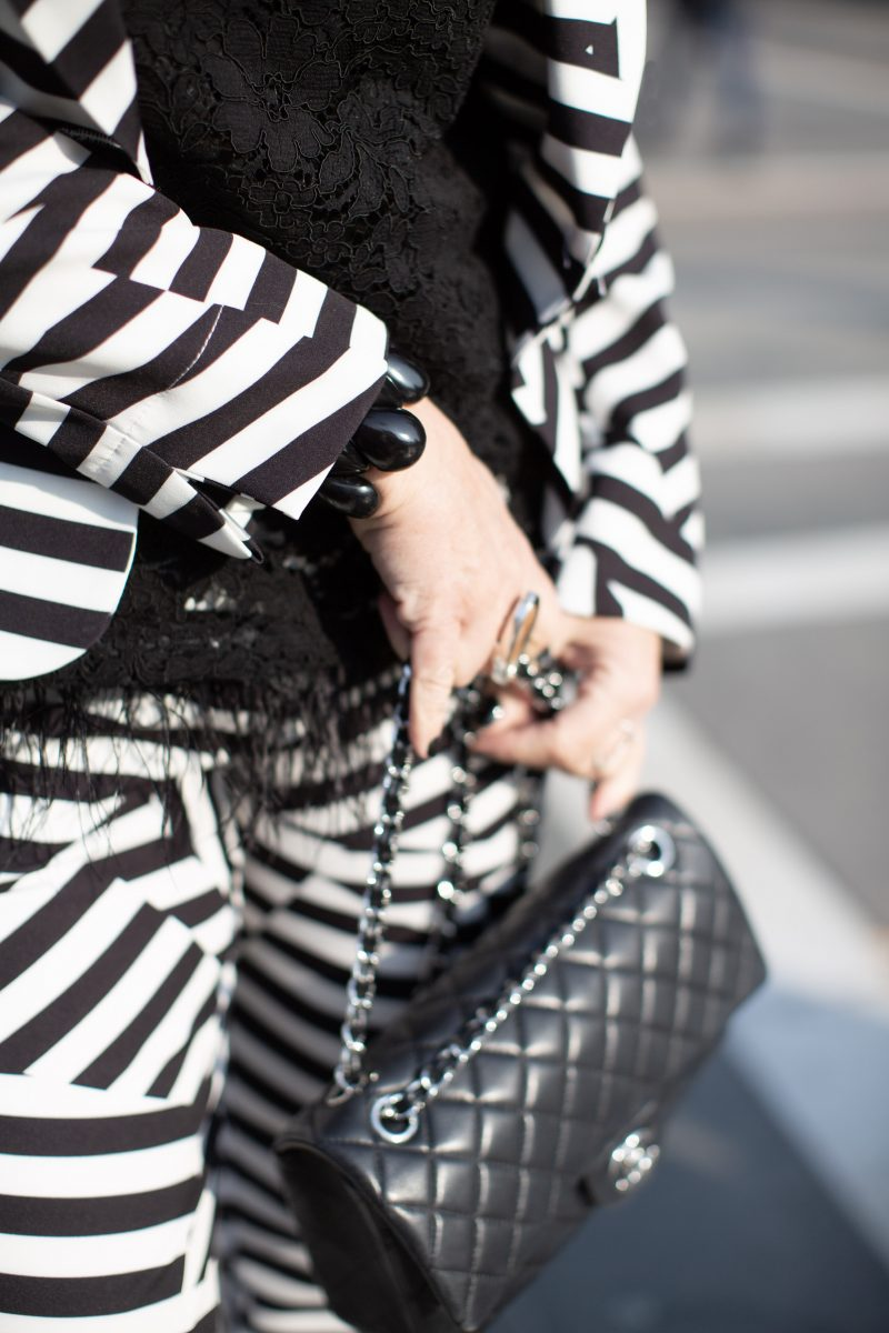 Tricia suit, Kaos top, Chanel bag, Sergio Rossi shoes, Abury bracelet, bestage, style for ladies, fashionblog Augsburg, fashionblogger, 05plushappy, italian fashion, streetstyle, fashionweek, streetwear, designerwear, black and white, feathers, trends 2019