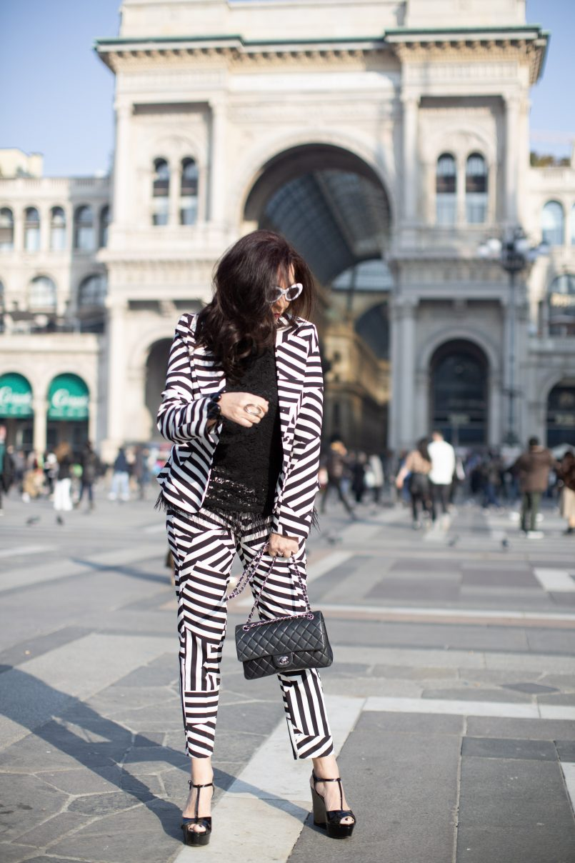 Tricia suit, Kaos top, Chanel bag, Sergio Rossi shoes, Abury bracelet, bestage, style for ladies, fashionblog Augsburg, fashionblogger, 05plushappy, italian fashion, streetstyle, fashionweek, streetwear, designerwear, black and white, feathers, trends 2019