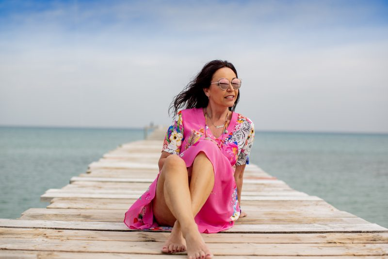 Colorful print dress, Grace fashion, summerlook, summerdress, print, trends2019, Dior shades, holidaylook, streetfashion, beachwear, ageless fashion, style for holiday, happy look, Fashionblog Augsburg, over50blogger