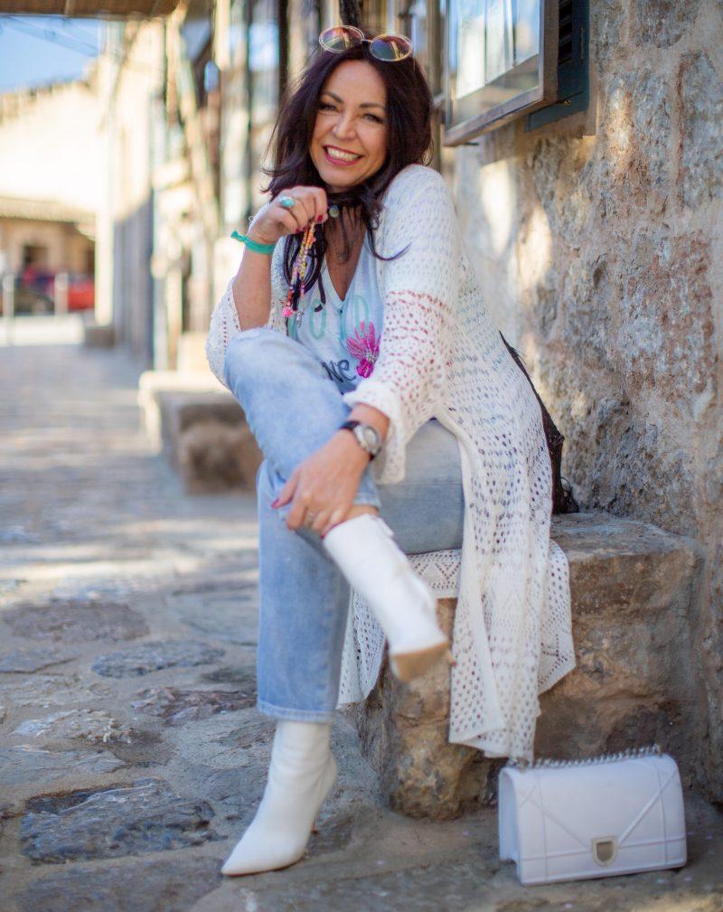 Holiday look, Grace fashion, Gap Jeans, Zara boots, Dior bag, Chloé shades, jewelryblogger, eyeweardesign, mystyle, streetfashion, ageless fashion, over50blogger, Fashionblog Augsburg, Modeblogger50+, fashionista, accessoires T-Shirt