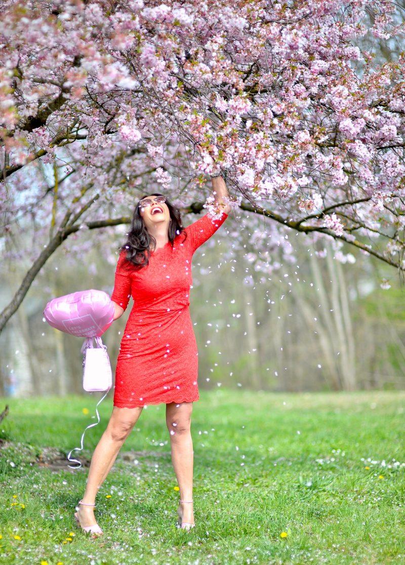 Taifun birthday dress, red lace, Dior bag, Sergio Rossi shoes, flowers, Dior shades, eyewearblogger, jewelryblogger, mystyle, bestageblogger, bestage, over50woman, over50style, fashionweek, Fashionblog Augsburg