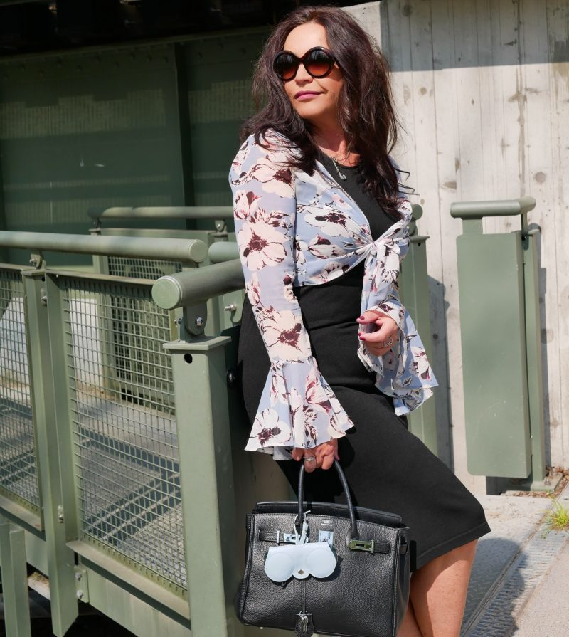 Flower print, Reclaimed vintage blouse, wolford dress, Asos shoes, Any Di Munich, Hermés bag, Dolce & Gabbana shades, eyeweardesign, eyewearblogger, mystyle, streetstyle, streetfashion, style for ladies, over50, modeblogger, fashionista, print, springfashion, trend2019, baglover, slingbacks