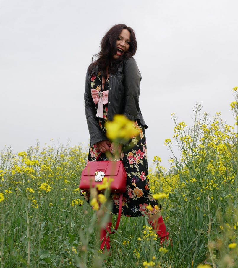 Zara flower dress, Dolce & Gabbana bag, Kenneth Cole leather jacket, red boots, Stephen Good, Elena Bender bow, italiana fashion, style for ladies, streetwear, streetfashion, streetstyle, bestage, over50, modeblogger50+, Fashionblog Augsburg, Fashionblogger, Jewelryblogger, Accessoires